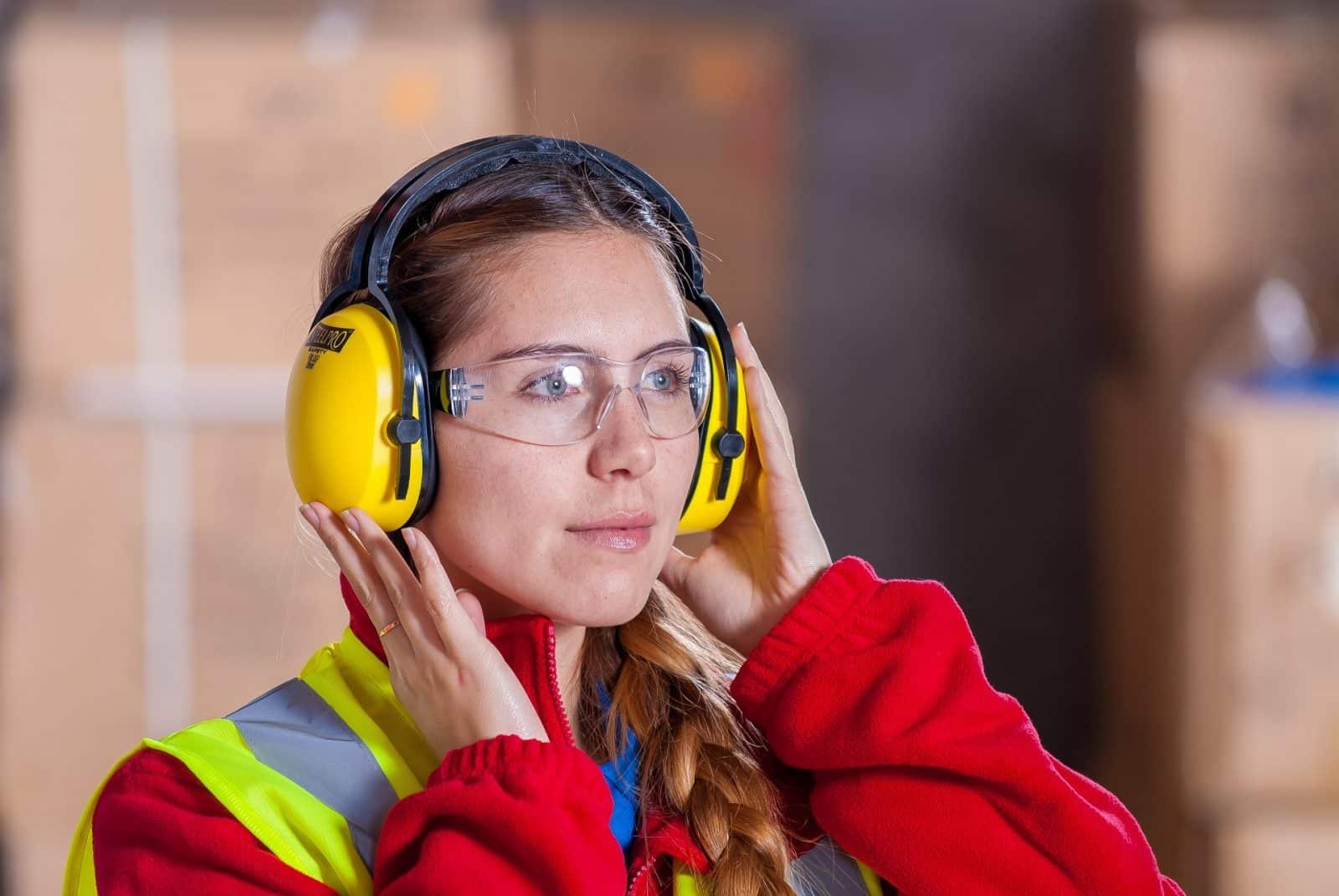 59% des actifs occupés se disent gênés par le bruit au travail